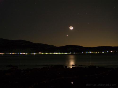 Bilde av månen, venus og jordskinn